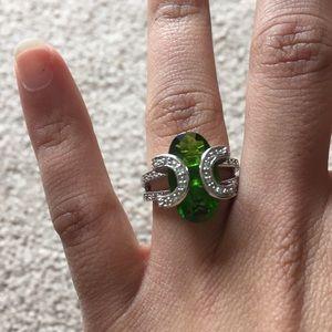 Jewelry - Green jewel ring